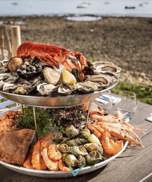 Plateaux de fruits de mer face à l'Ile d'Aix